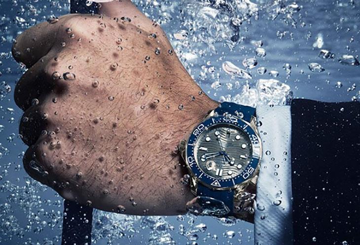 欧米茄手表进水有水雾怎么办?