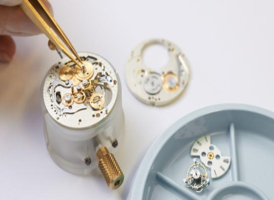 里查德米尔手表如何更换电池