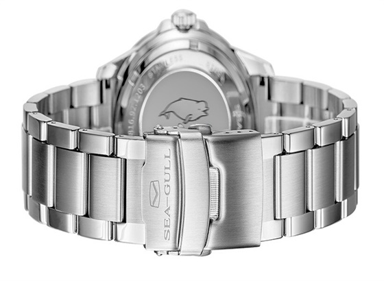 海鸥手表金钢表表链出现锈斑或者褪色?