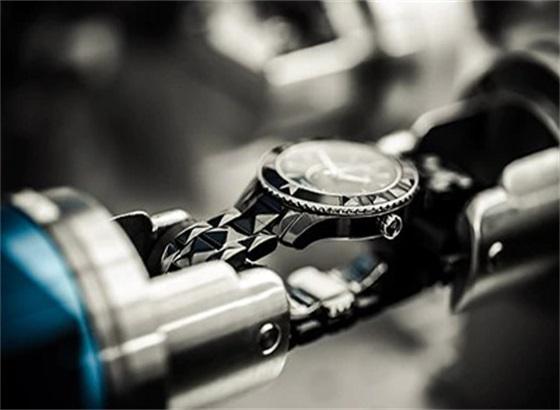 Dior迪奥腕表如何选择新表带?