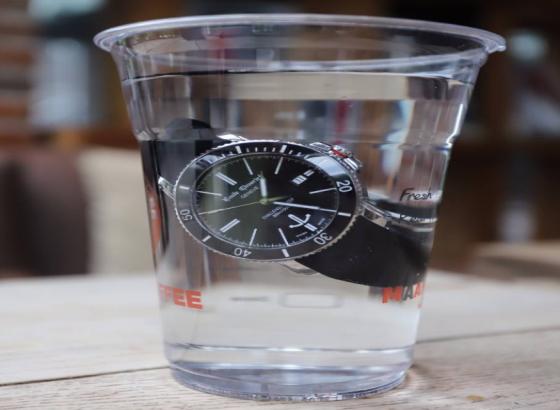 艾米龙腕表进水处理方法