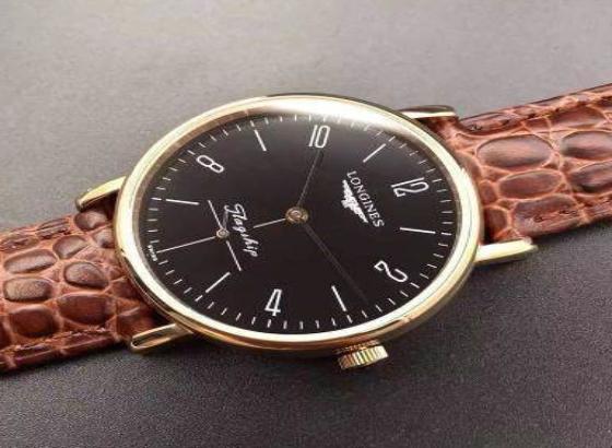 浪琴腕表更改表带的操作方法
