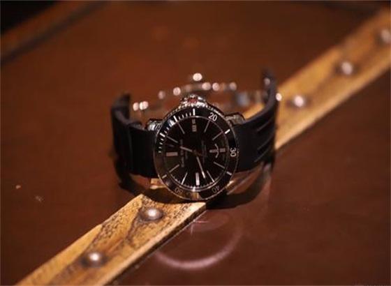 我的艾米龙手表进水了怎么处理?