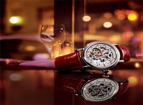 如何更换海鸥手表的表带扣?