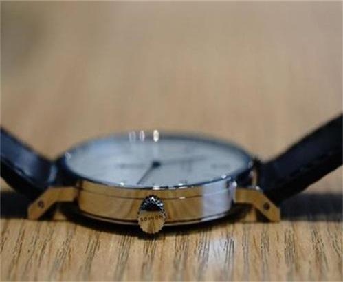 NOMOS手表没电了怎么换电池,怎么知道手表没电了