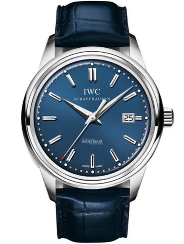 万国工程师系列IW323310蓝色表带