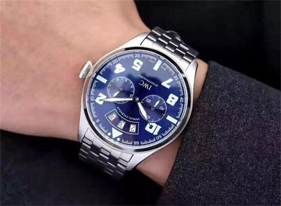 万国手表表壳和表带上面的划痕