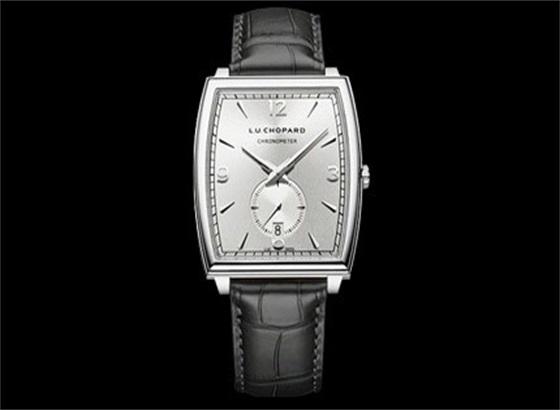 萧邦手表表镜的清洗与保养