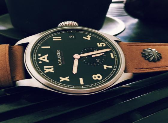 怎样打开艾戈勒手表的后盖?