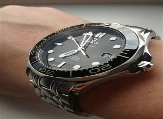 欧米茄自动机械表可以手动为手表上弦吗?