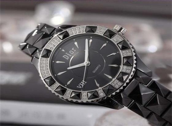 迪奥手表如何更换表带