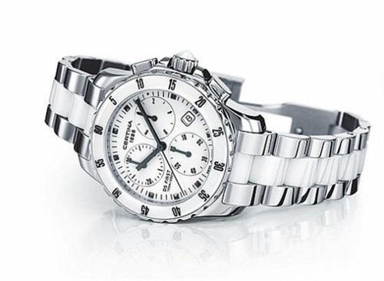 雪铁纳自动手表的运作方式