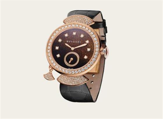 如何更换宝格丽手表的表带扣?