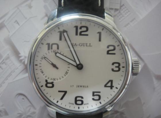 海鸥手表表带怎样更换