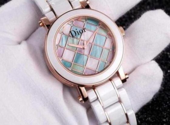 迪奥手表更换表带的操作