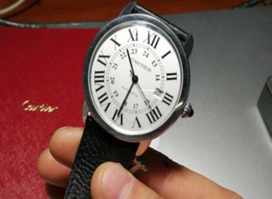 艾米龙手表表带拆卸的方法