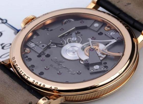 宝玑手表表带拆卸的方法