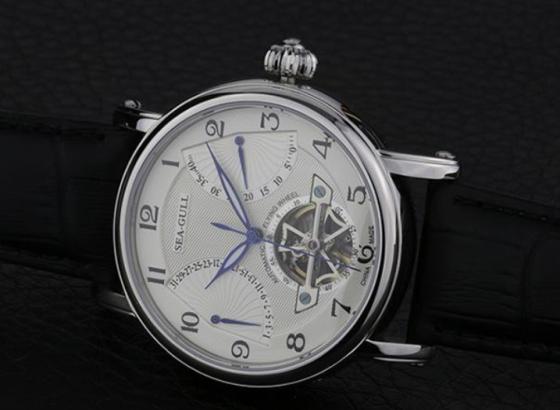 如何更换海鸥手表的表带?