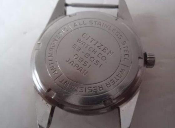 西铁城腕表更换电池方法