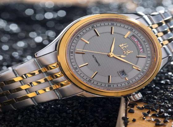北京石英手表如何调整日期?