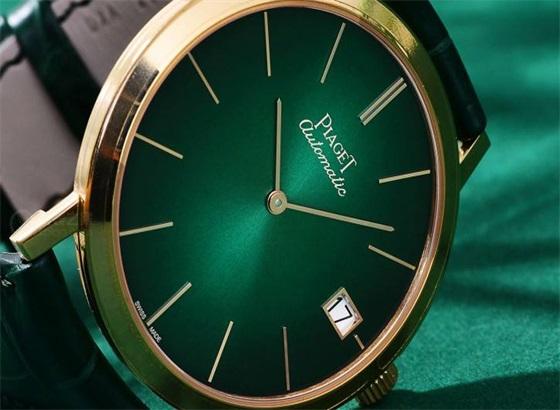 伯爵手表如何清除玻璃表镜上的划痕