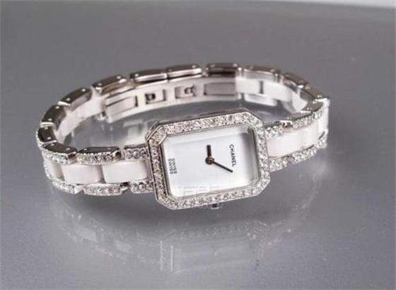 香奈儿手表的正确保养方法