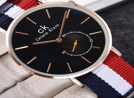 如何更换ck手表的表蒙?