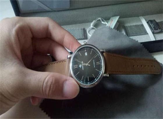 如何更换艾戈勒手表水晶垫片