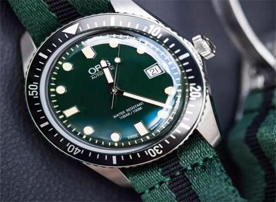 如何在豪利时手表上设定时间