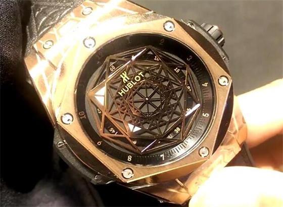 如何宇舶手表上更改时间