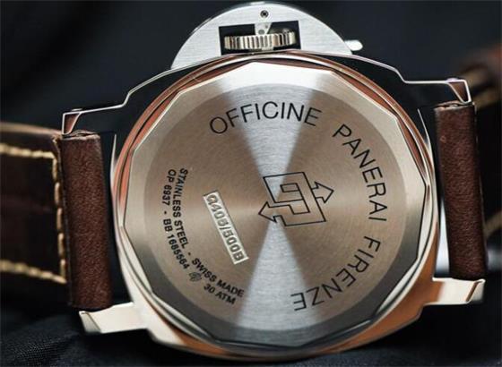 如何修理起雾的沛纳海手表