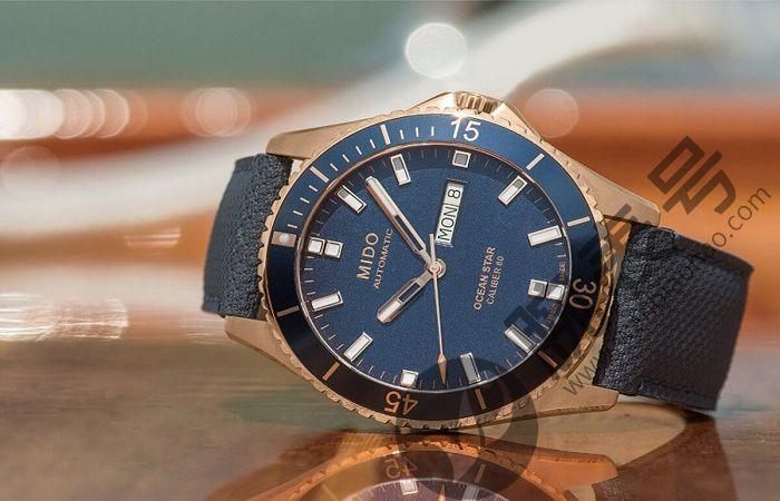 如何清除美度手表玻璃上的划痕