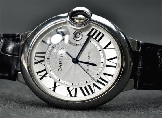 如何清除卡地亚手表玻璃上的划痕