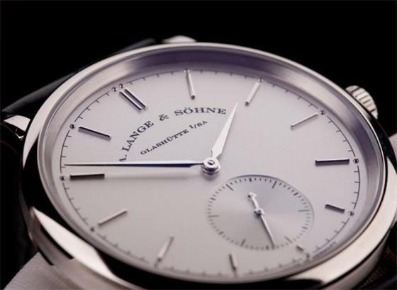朗格手表上设定时间