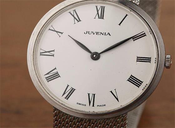 尊皇腕表调整表带尺寸