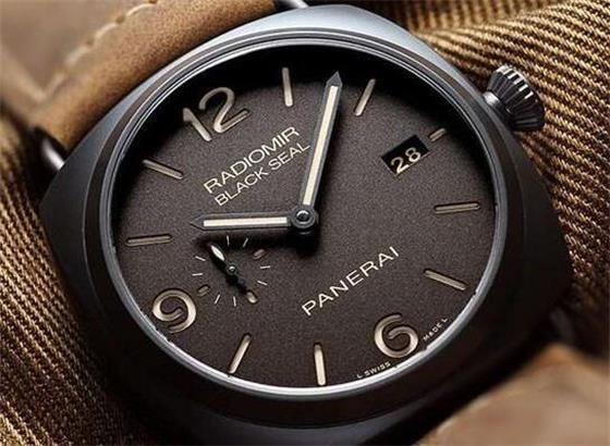 如何调整沛纳海腕表钢表带