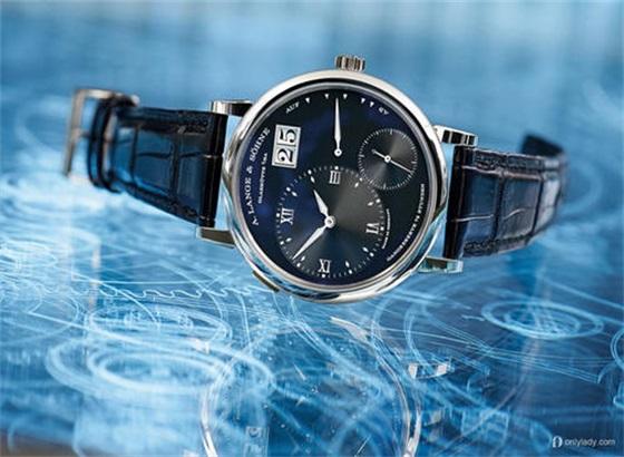 朗格手表的表带怎样保养?
