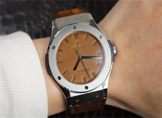 宇舶手表怎样维修保养