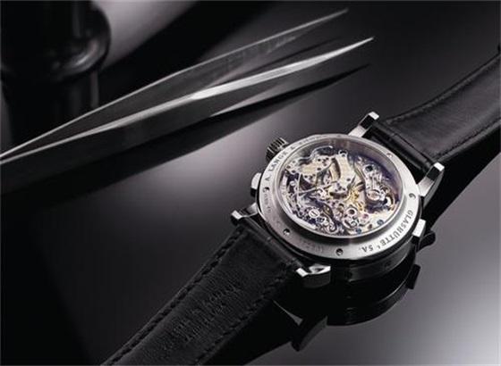 如何更换爱彼手表的表带?
