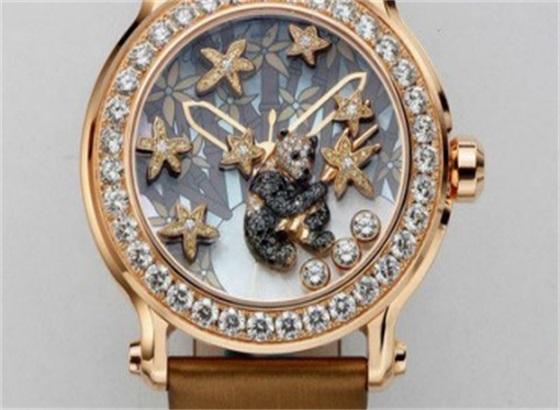 应该多久更换一次萧邦手表中的电池?