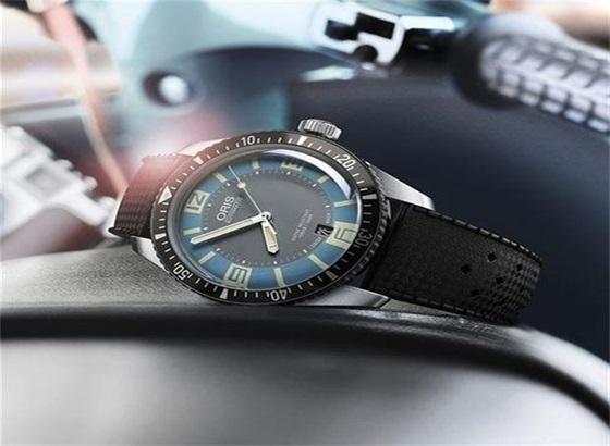 怎样定期来保养您的豪利时腕表