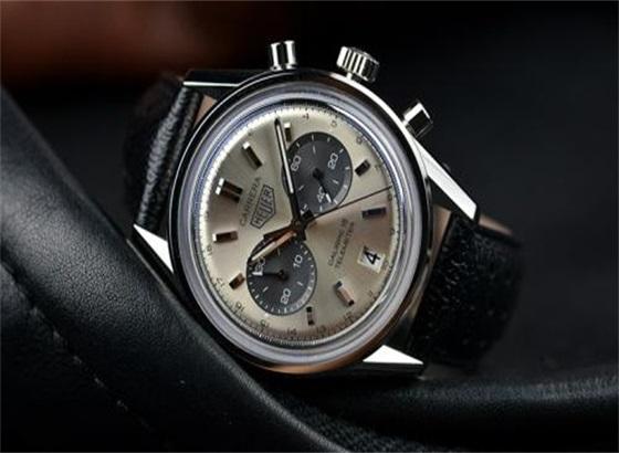 泰格豪雅手表更换电池的步骤