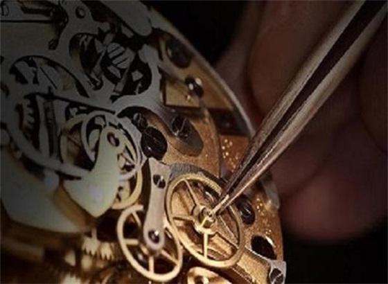 需要为萧邦自动机械腕表上链吗?